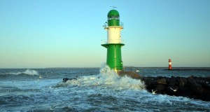 ccommons-JonasRogowski-Molenfeuer_steuerbord_und_backbord_in_Warnemünde-small acheter un bateau